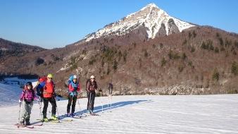 El grupo con el pico Txamantxoia (pico Maz) al fondo.